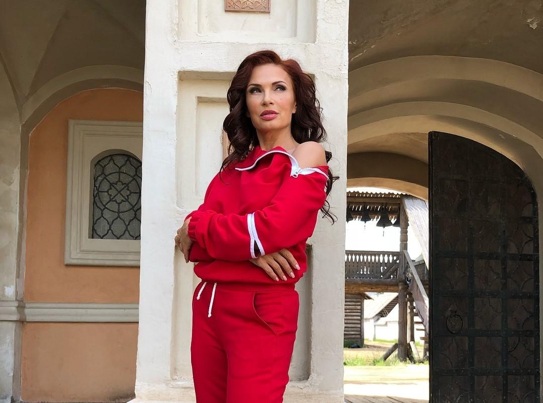 Беременная Эвелина Бледанс избила руководителя театра