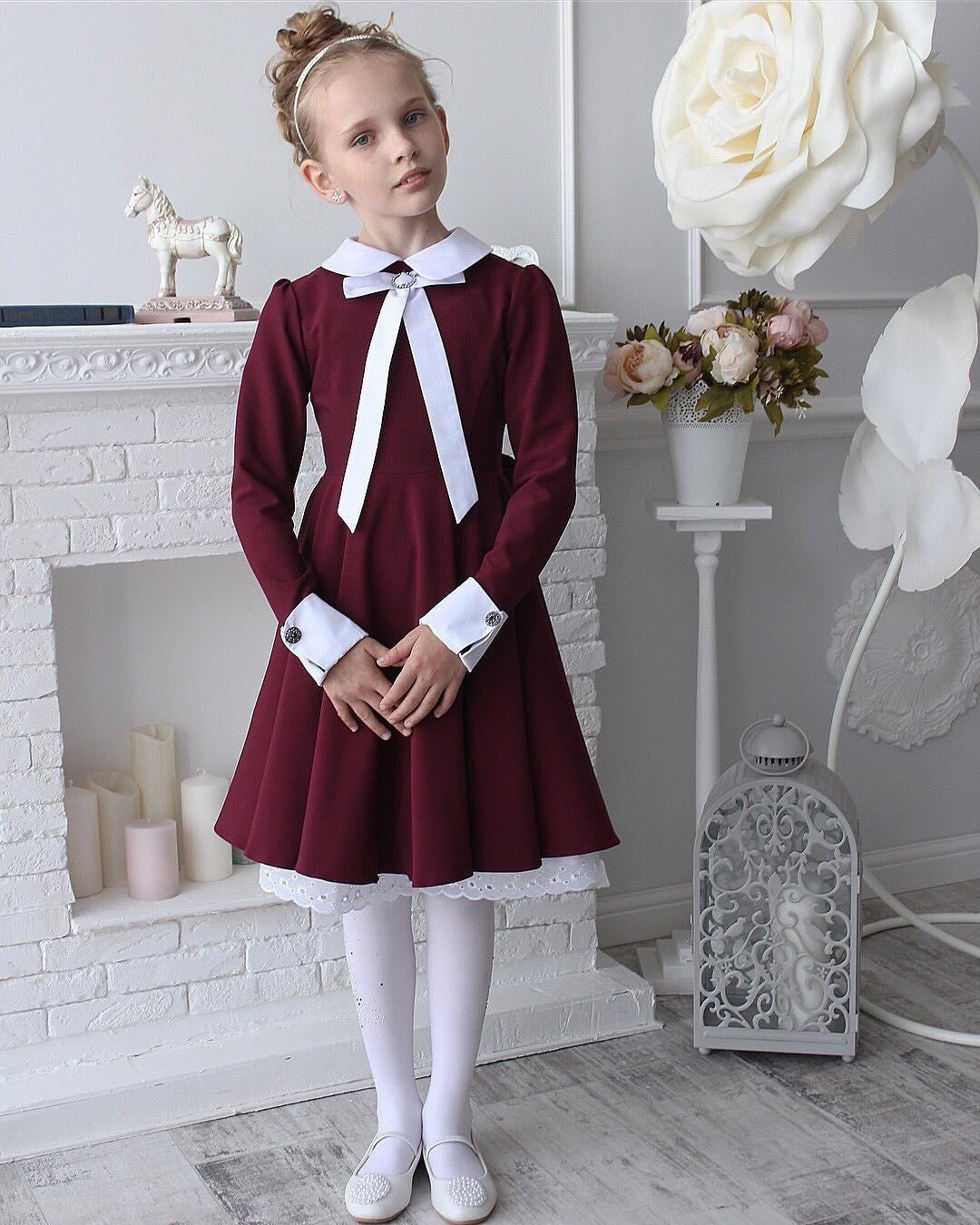 А вот втаком платье юная модница сможет отправиться наважное торжественное мероприятие: будь то праздничная линейка, школьный концерт или награждение победителей вконкурсе осенних поде...
