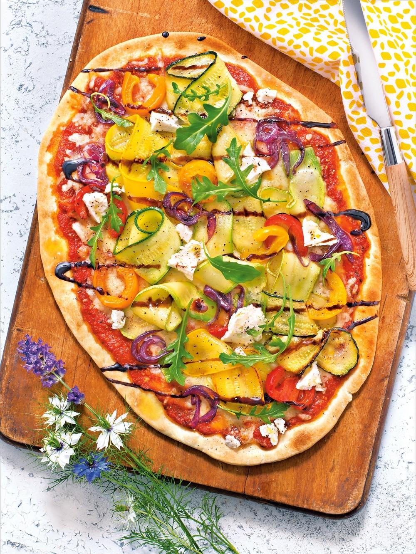 Пицца с кабачками, цукини и сладким перцем