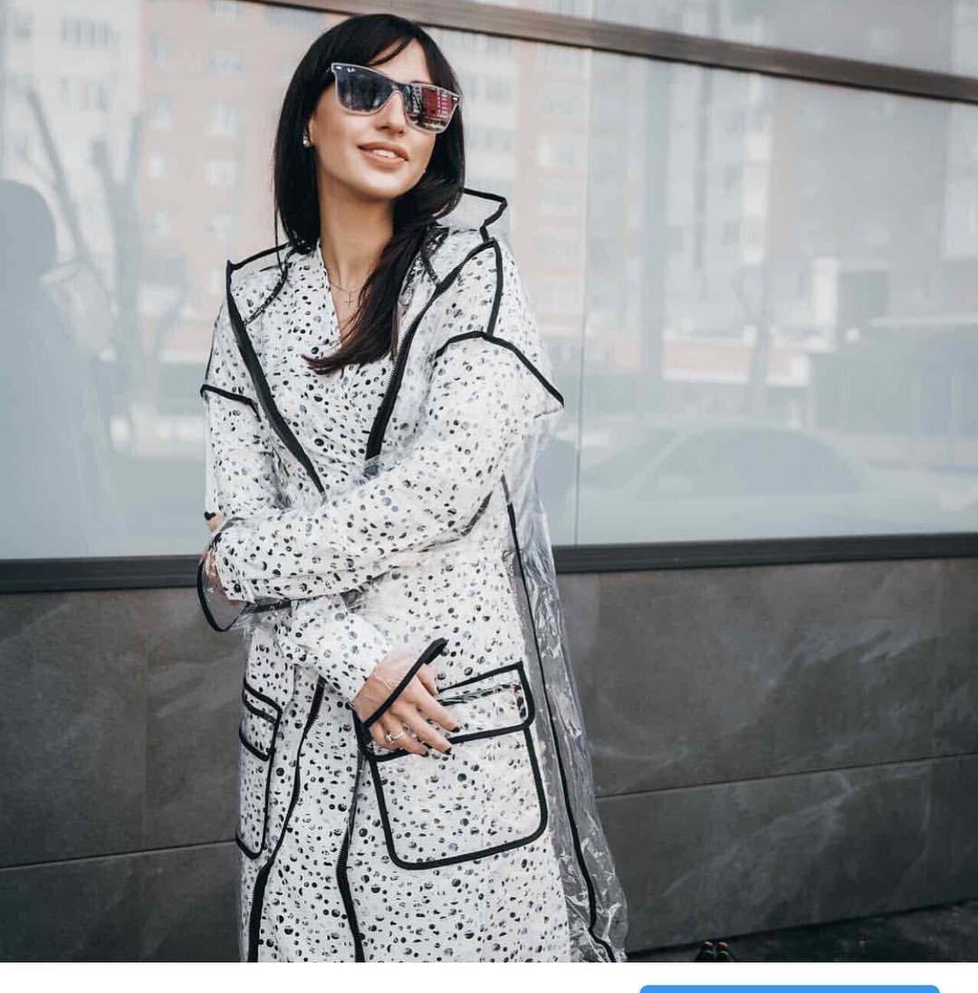 Самое красивое итеплое осеннее пальто неспасет тебя отливня, а прозрачный дождевик - очень даже да. Отличная новость втом, что тебе непридется выбирать между ними. Спрячь дождевик в...