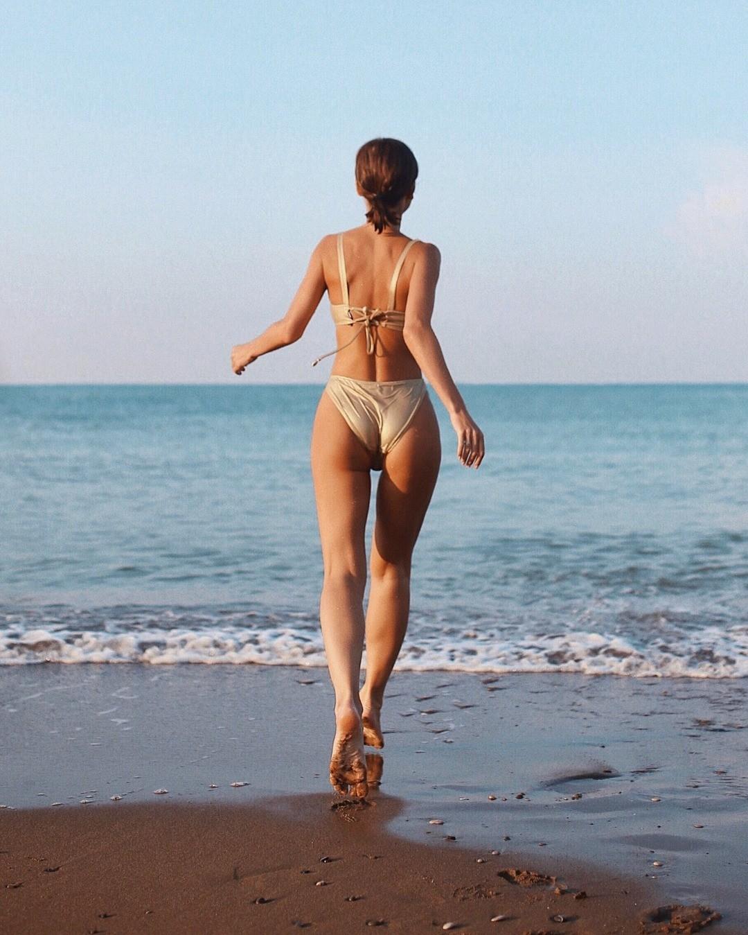Елена Темникова - небольшой фанат фитнеса. Вкачестве спортивной нагрузки предпочитает танцы, так как они позволяют задействовать все группы мышц идержать тело втонусе. Но иногда певиц...