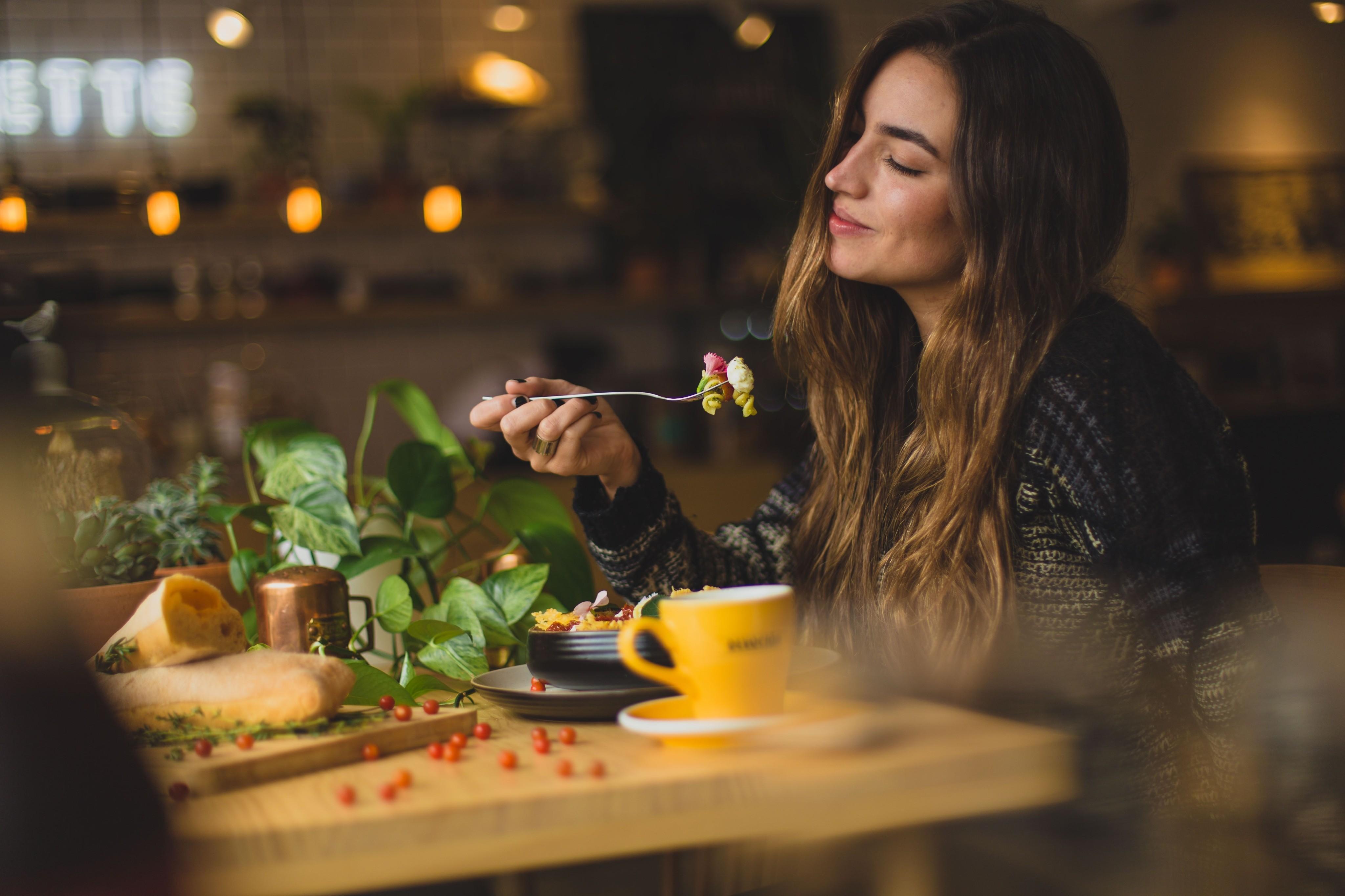Еда во сне — к чему это?