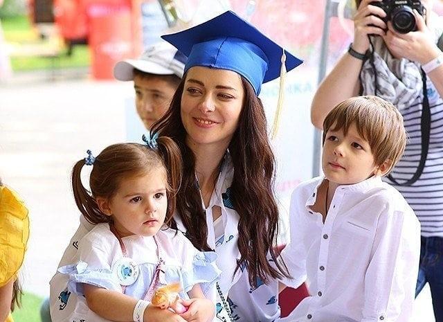 «Красивая как мама»: Марина Александрова впервые показала дочь