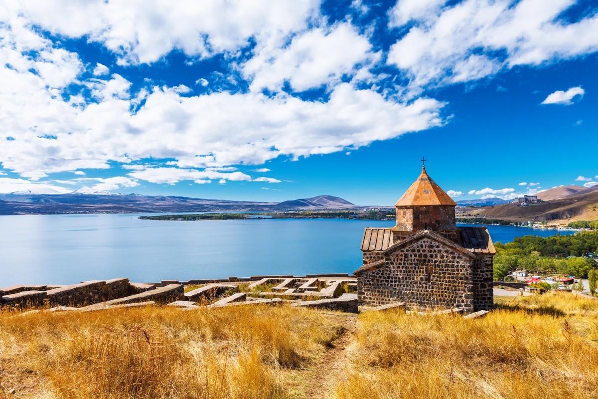 Севанаванк — монастырь на северо-западном побережье озера Севан