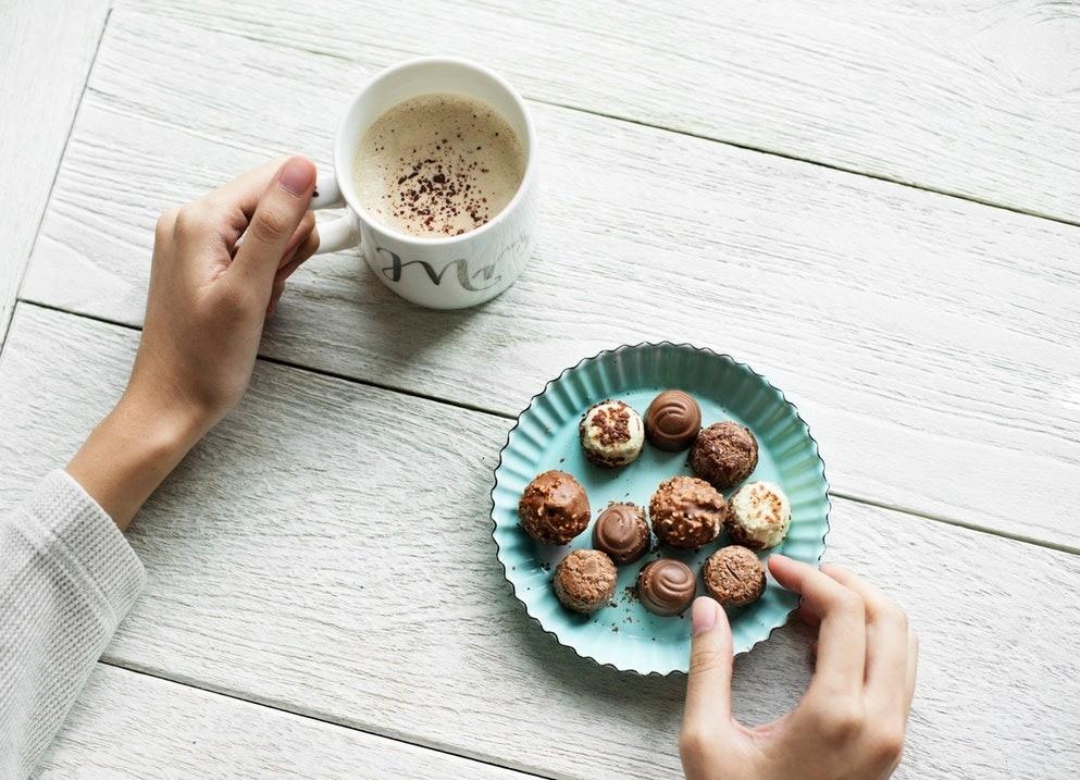 20 причин, почему постоянно хочется сладкого, и как с ними бороться