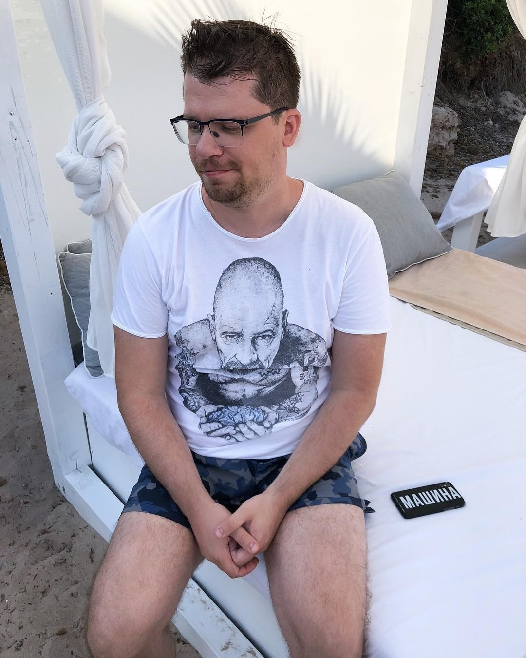 Гарик Харламов закрыл комментарии кэтой публикации, поэтому поклонники выражают актеру сочувствие поддругими снимками: «Гарик, мы стобой, всем сердцем идушой!», «Гарик, мои соболезнов...