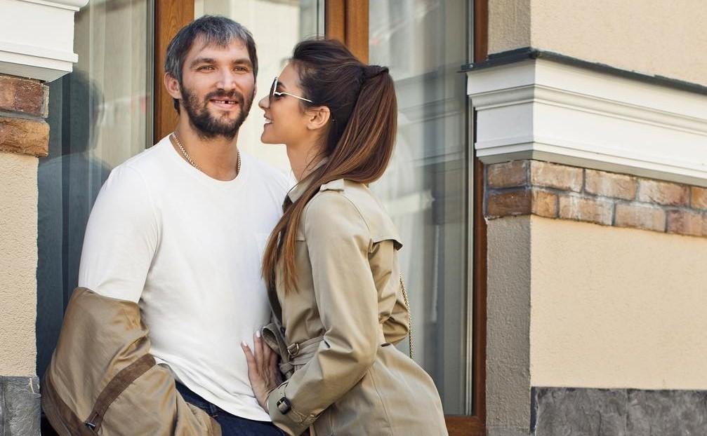 «Погладь мужу костюм»: поклонники призывают Анастасию Шубскую поработать над стилем Александра Овечкина