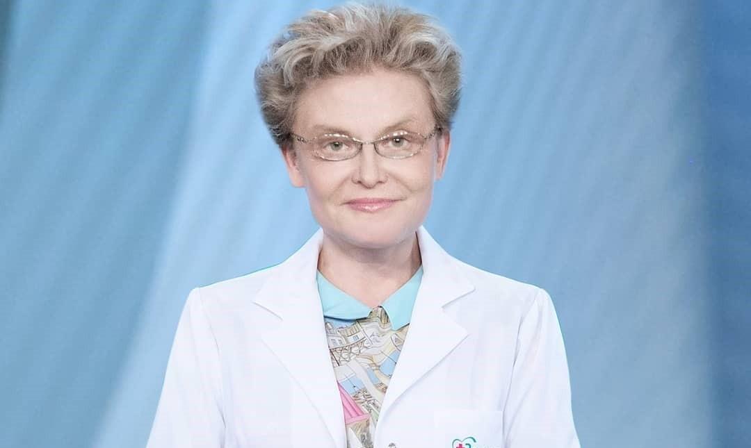 Вот что скрывалось под медицинским халатом: Елена Малышева впервые показала, что носит под спецодеждой