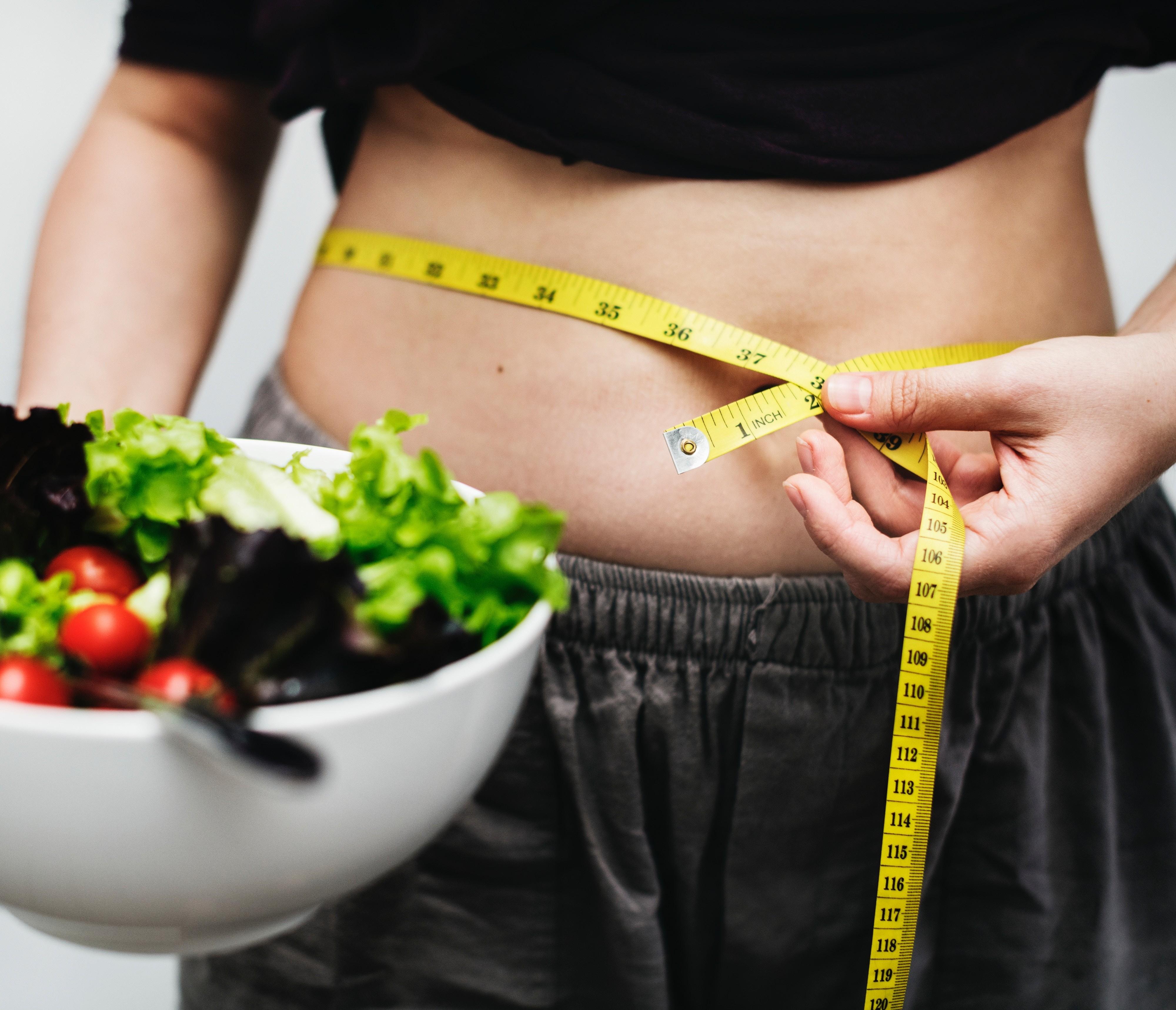 «Я не могу остановиться, много ем, а потом вызываю рвоту»: булимия – что это за болезнь?