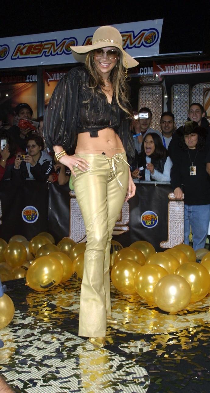 Такие джинсы носили абсолютно &...