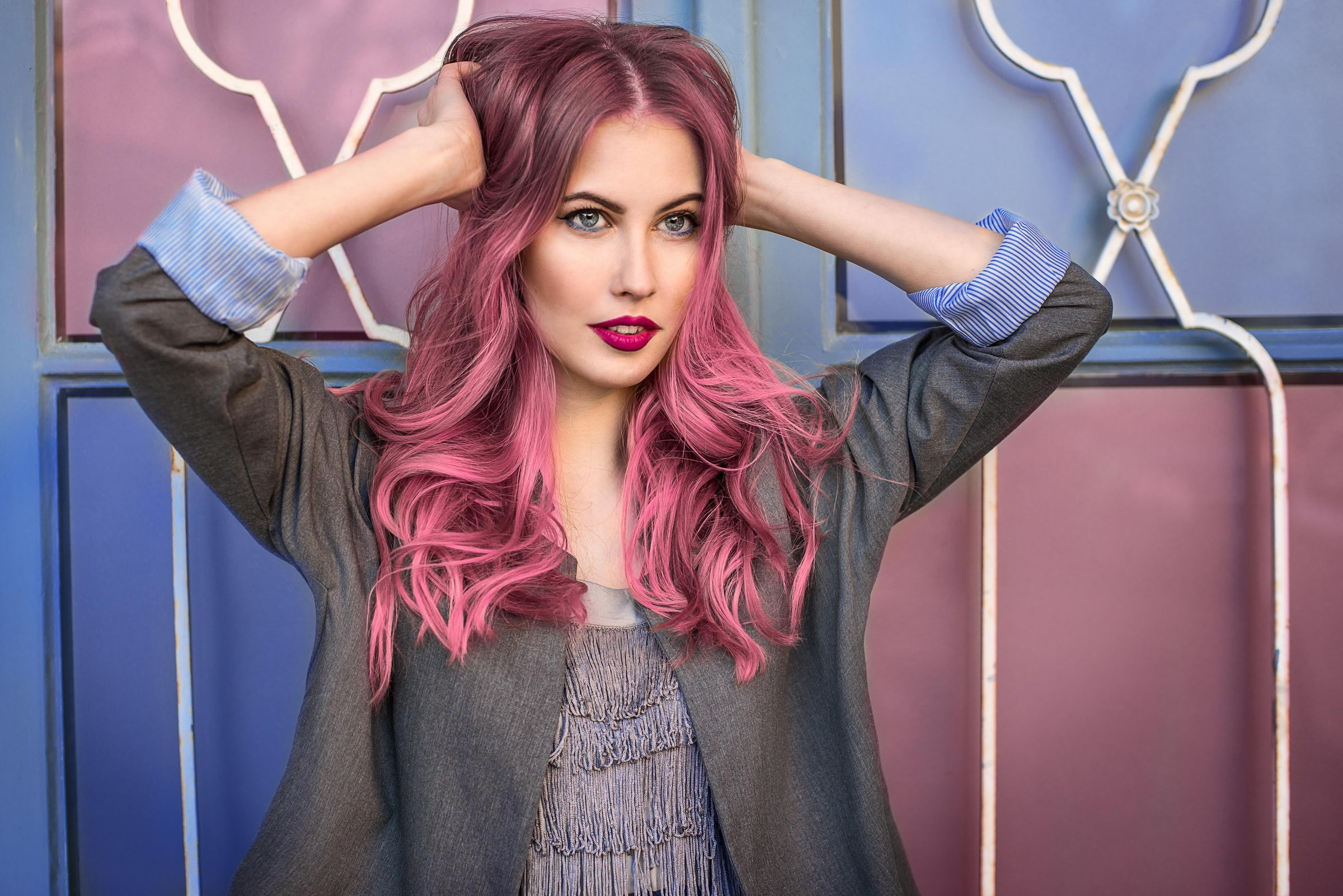 Женщины–Весы все время в поисках совершенства. Тебе частокажется, что можно выглядеть еще лучше, поэтому ты не жалеешь времени на поиски«своего» цвета волос и формы стрижки. Простые при...