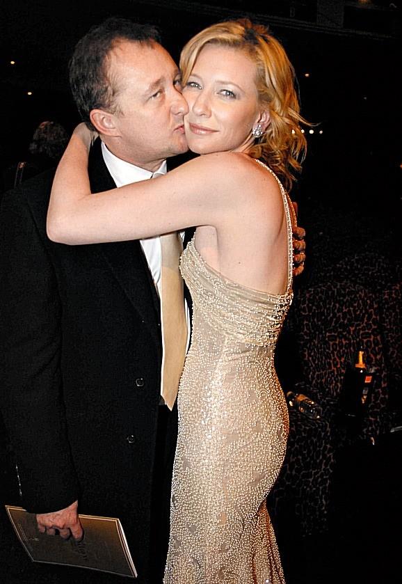 Когда Кейт и Эндрю познакомились, ее слава только зарождалась. Бланшетт снималась в австралийском сериале, Аптон его монтировал. Целый год эти двое считали друг друга заносчивыми снобами,...