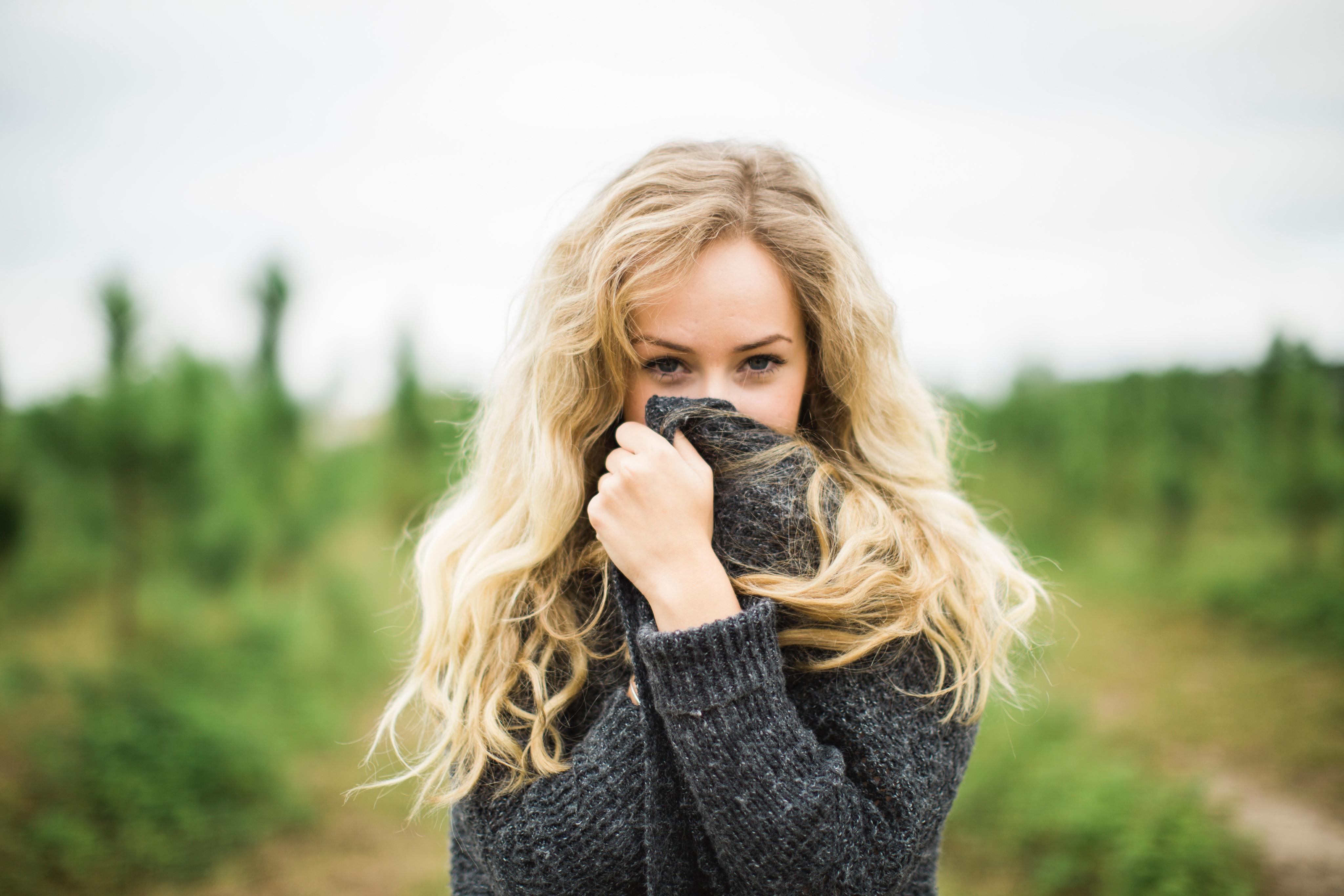8 идей, как скрыть полные руки с помощью одежды