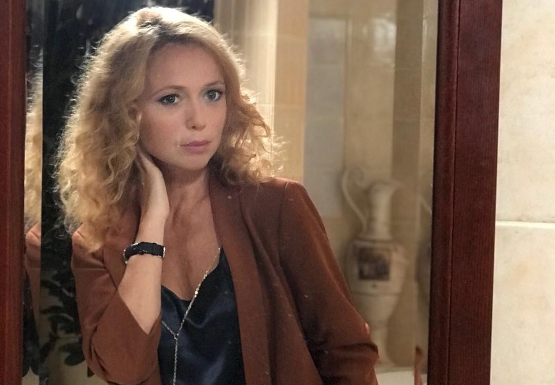 «Леночка, это феерия!»: в сети обсуждают невероятно красивую съемку Елены Захаровой