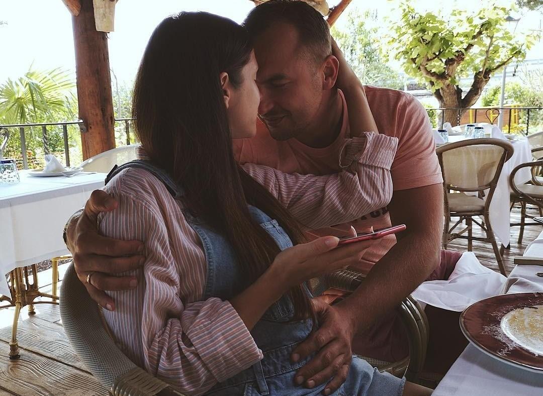Безупречная беременность: Нюша впервые рассказала о своем положении