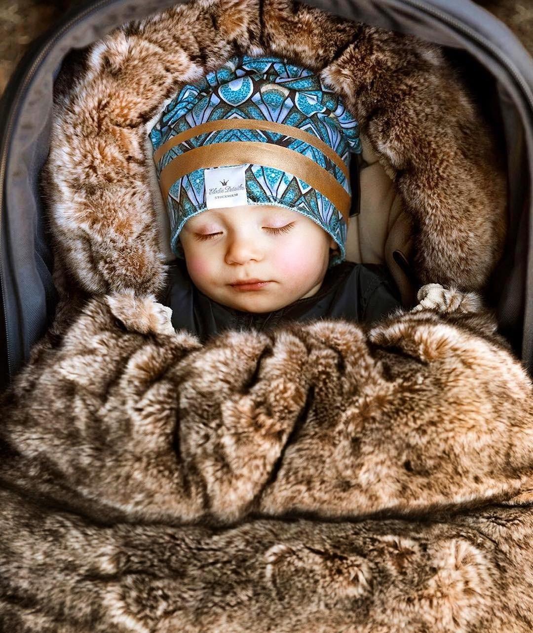 Первый слой должен быть синтетическим дляактивного ребенка ишерстяной — дляребенка со спокойным темпераментом. Вкачестве второго слоя можно уже выбрать Softshell, хотя флисовый компл...