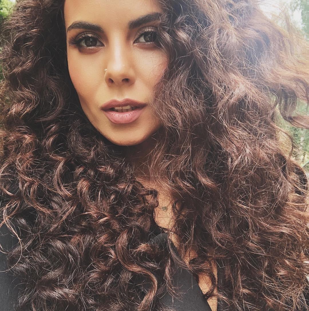 Недавно певица Настя Каменских изменилась до неузнаваемости. Она сильно похудела и стала наносить более грамотный макияж. Оказывается, секрет красоты Насти прост — она просто полюбила себ...