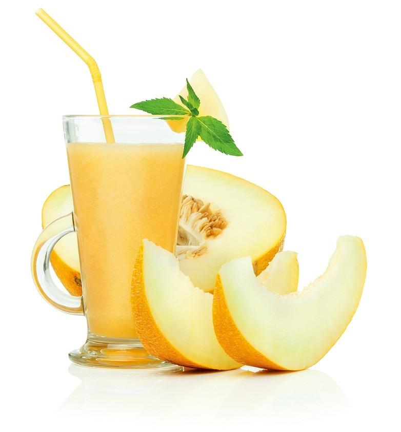 400 г дынной мякоти, пять листиков мяты, один лимон или лайм. Сложите все в блендер, выжмите лимонный сок и тщательно перемешайте. Освежающий напиток готов.
