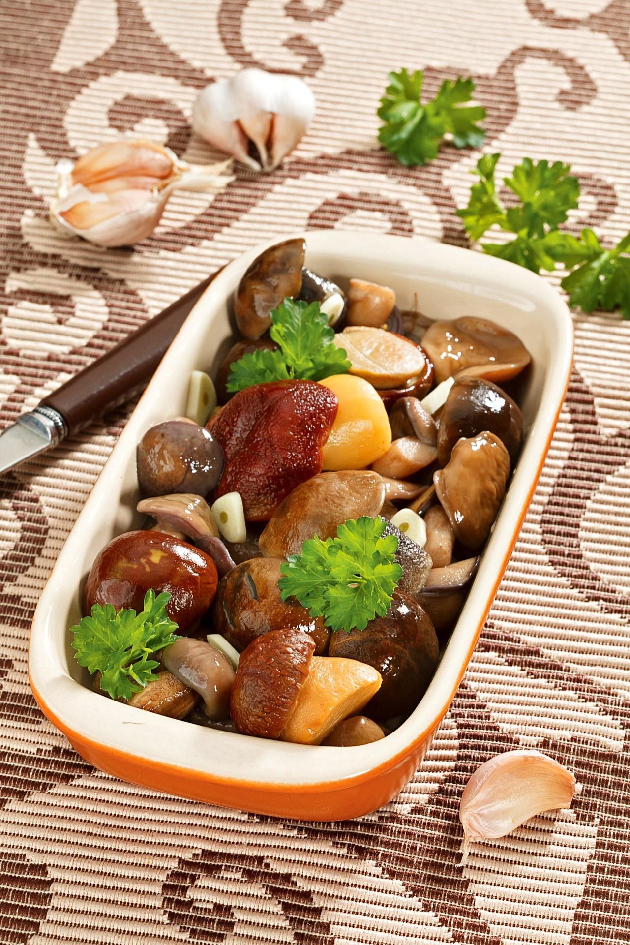 Соленые грибы с чеcноком