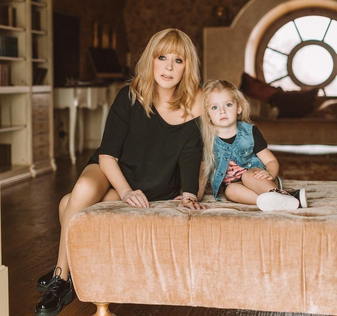 «Лизе Оскар!»: дочь Максима Галкина и Аллы Пугачевой покорила пользователей сети артистизмом
