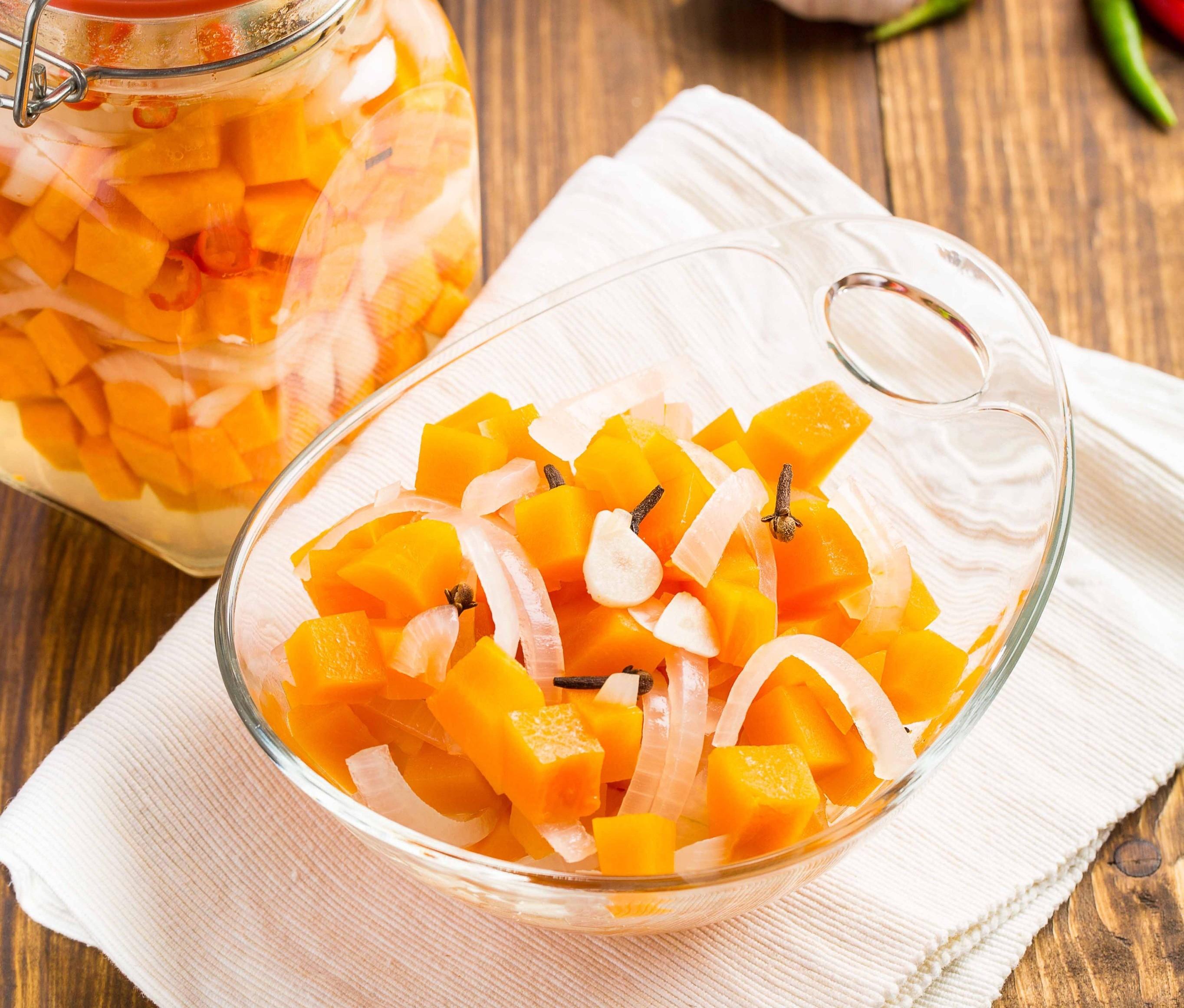 Заготовим впрок: 5 оригинальных рецептов консервирования осенних овощей