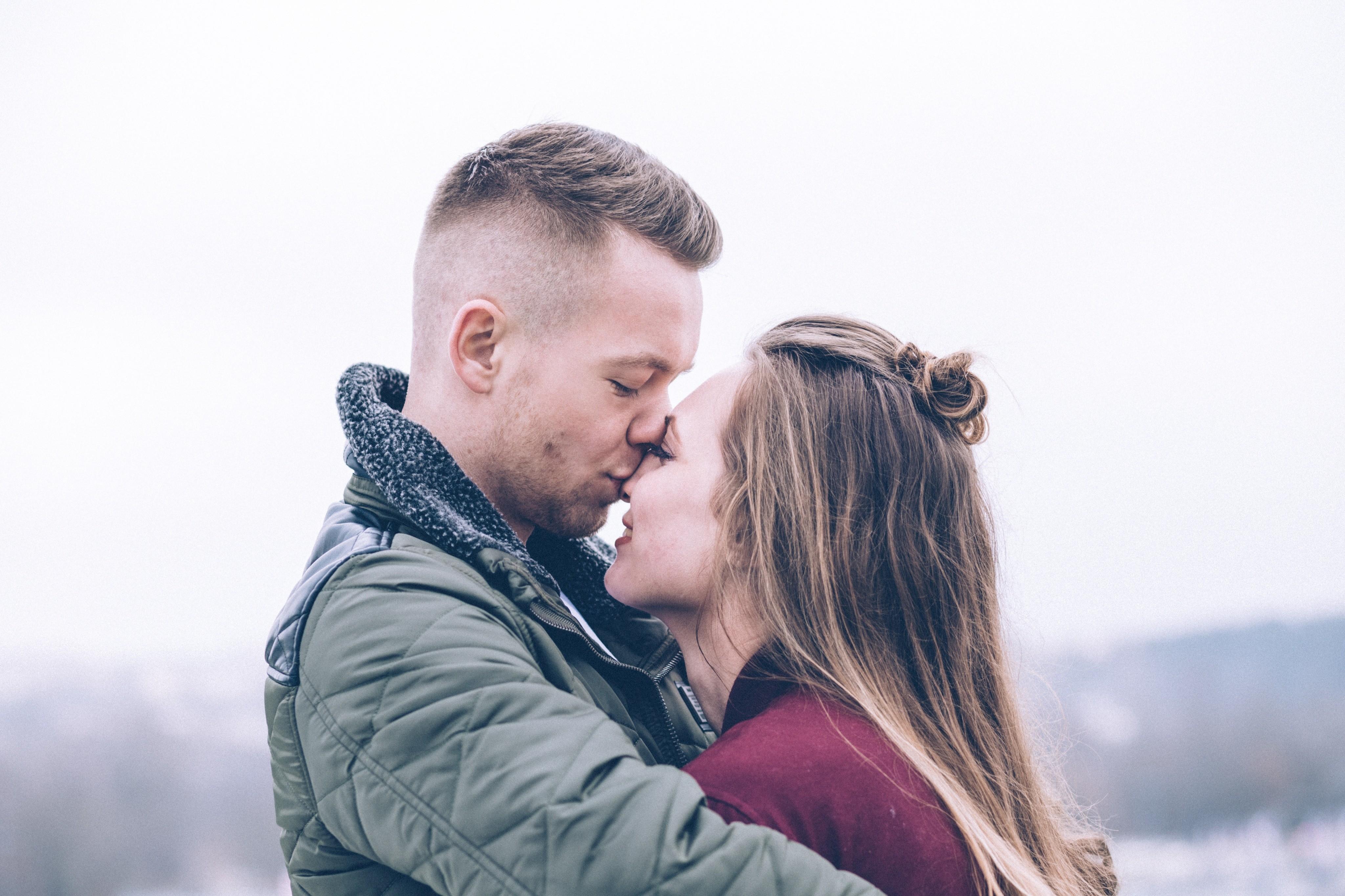 4 коварных бактерии, передающихся через поцелуй