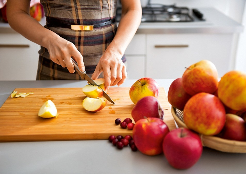 Бьюти-рецепты с яблоками для кожи, ногтей и волос в домашних условиях