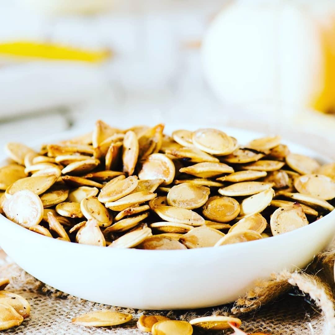 Как жарить тыквенные семечки на сковородке, в духовке или микроволновке? 3 доступных способа