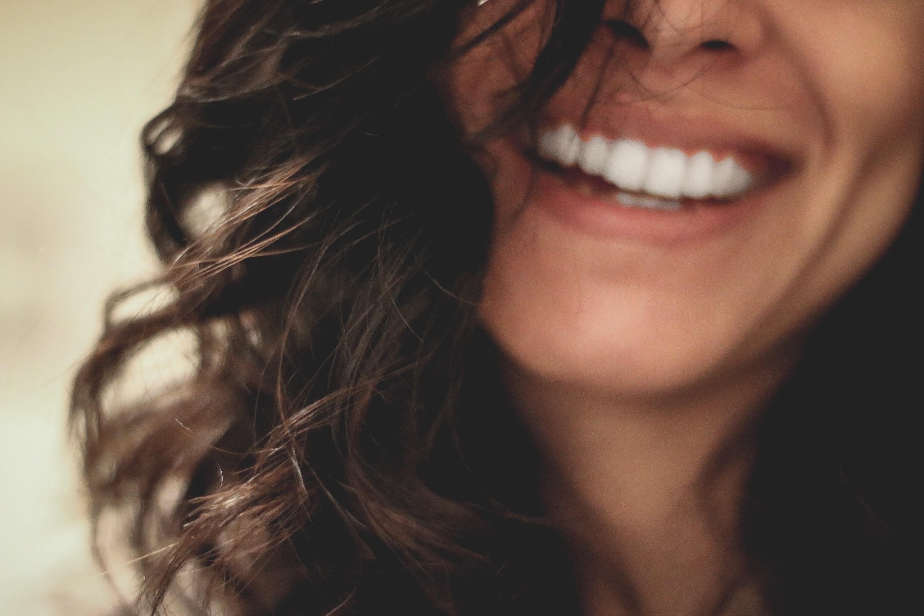 Ученые выяснили, что зубная нить может нанести серьезный вред иммунитету