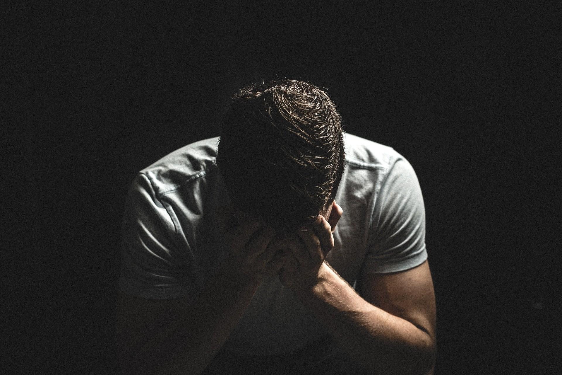 Ученые выяснили, что мужчины сильнее переживают физическую боль, чем женщины