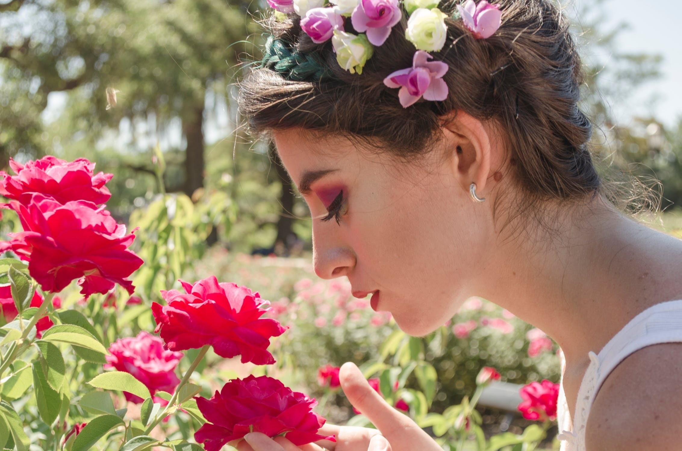 Как повысить свою парфюмерную грамотность: 6 советов, которые помогут научиться различать ароматические ноты