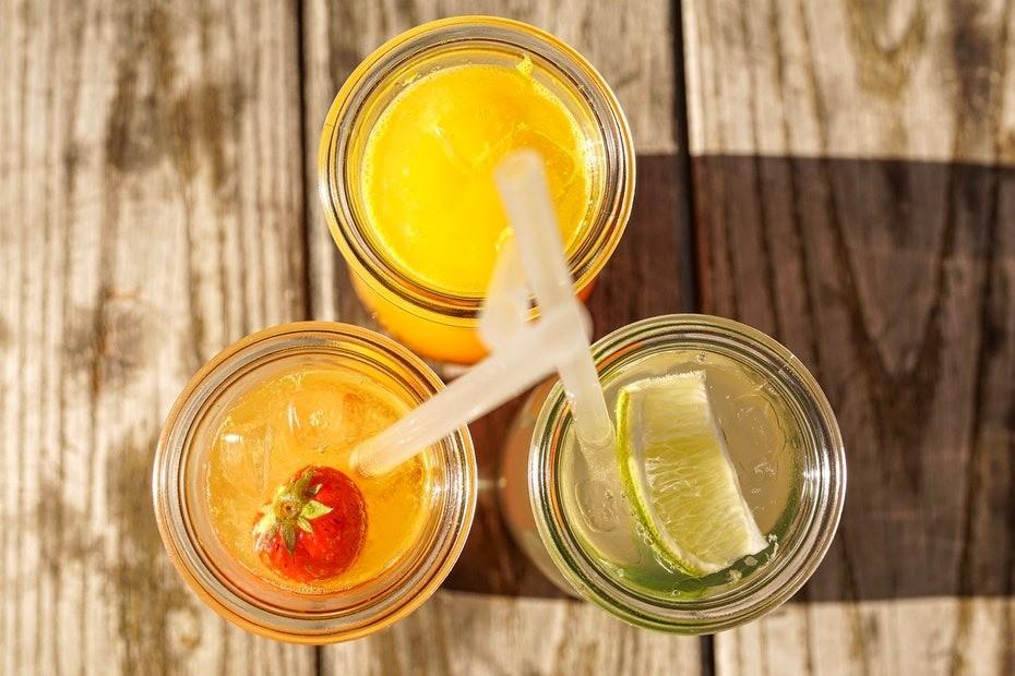 Получается, что все лимонады–продуктыхимической промышленности, но никак не пищевой.Безопасная и здоровая альтернатива: домашний лимонад, морс из свежих или замороженных ягод, компо...