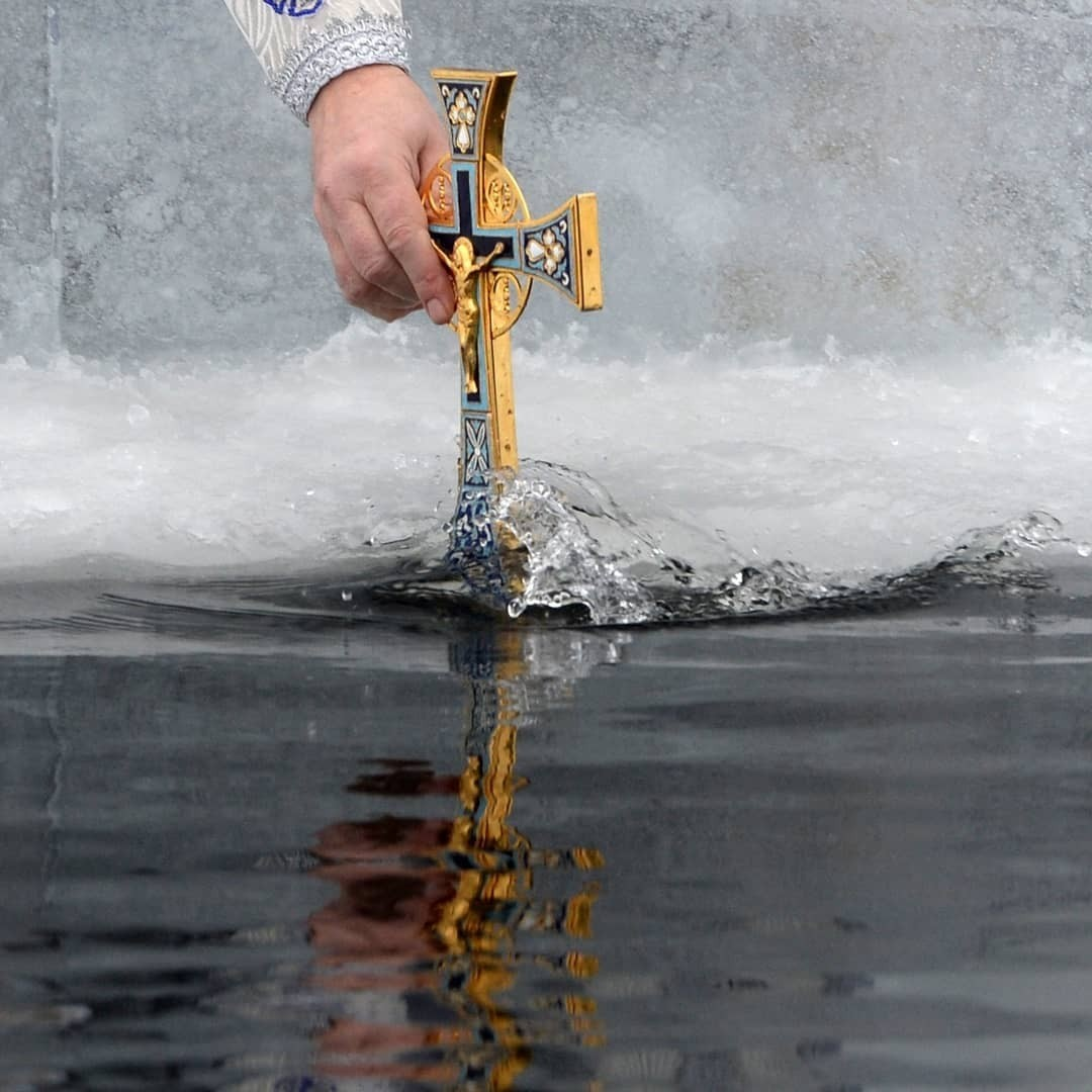 Каждый пятый россиянин планирует искупаться в проруби на Крещение