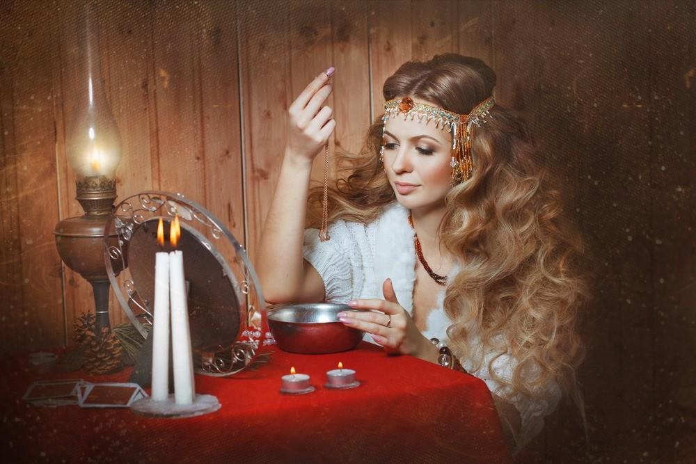 12 способов гадания на замужество, детей и исполнение желаний