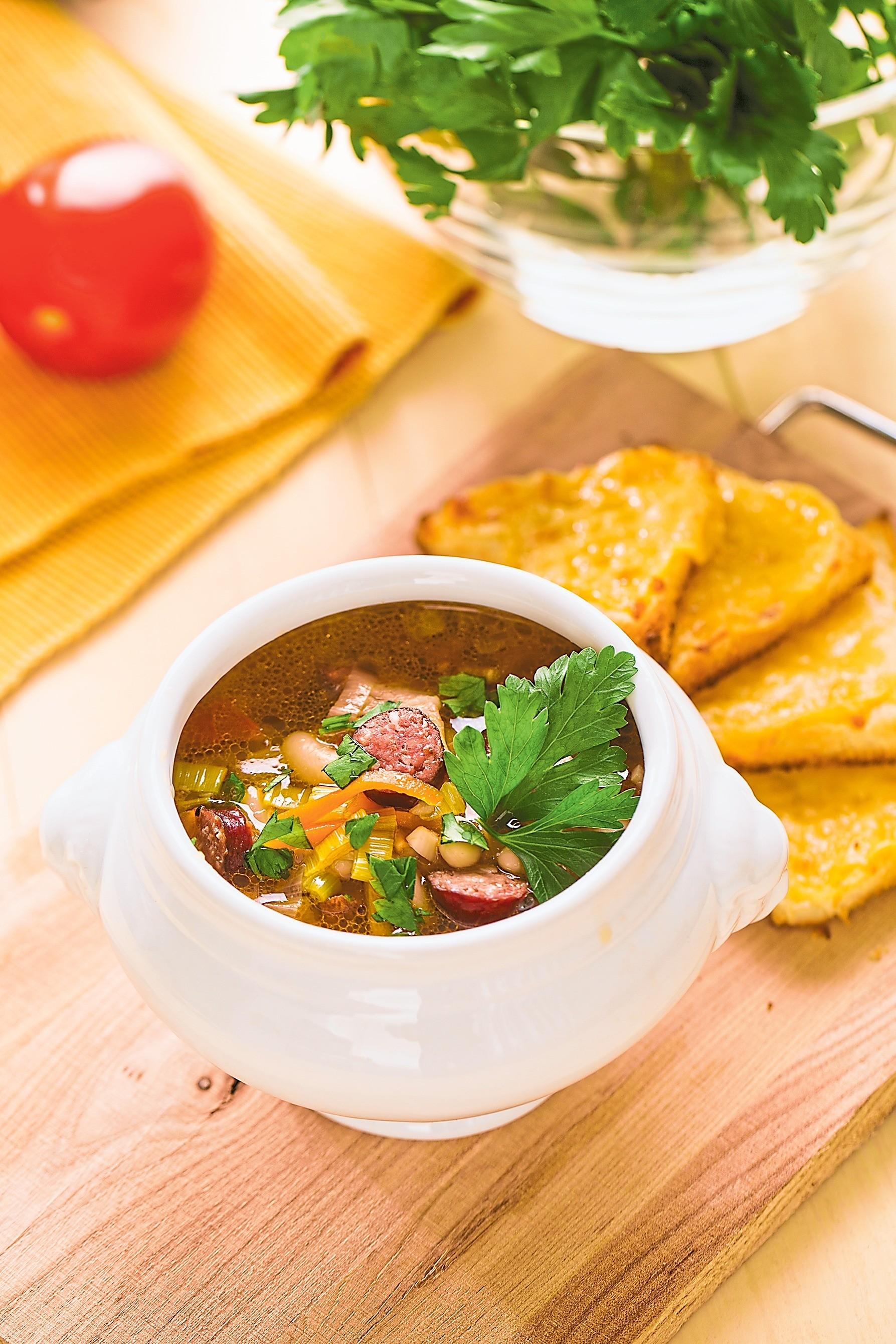 Суп с колбасой и грудинкой