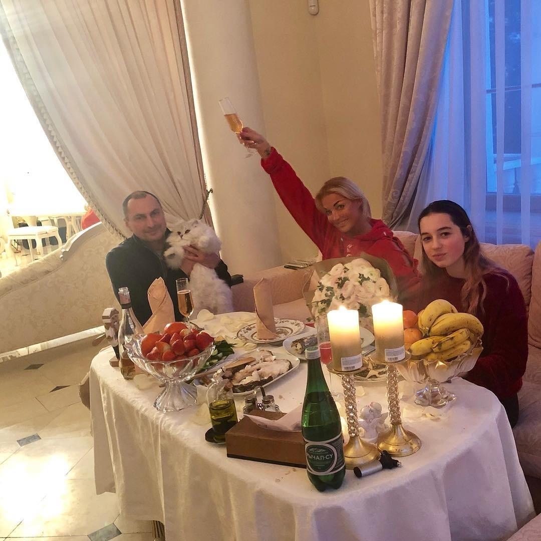 Анастасия Волочкова отпраздновала День Рождения с бывшим мужем