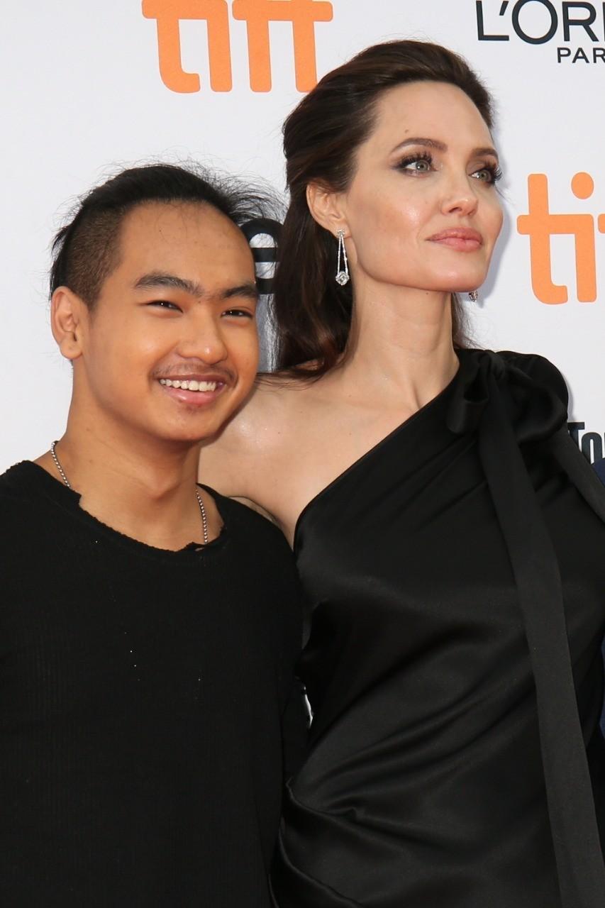 Сын Анджелины Джоли хочет уехать от матери