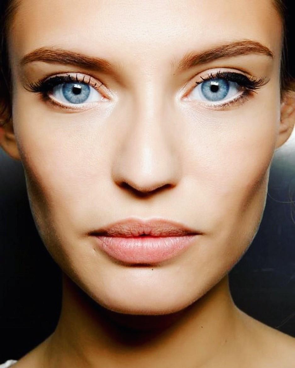 Здесь нужно лишь проявиться свою фантазию, чтобы разнообразить повседневный make-up. Например, припомощи консилера-карандаша можно сделать взгляд более широким и«кукольным», если наложи...