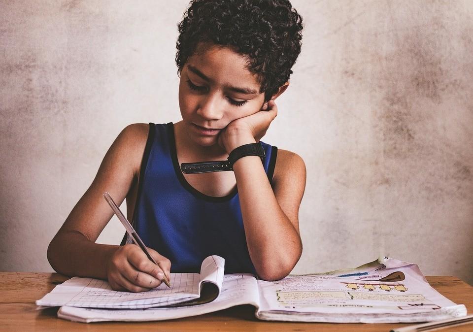 Как научить ребенка писать красиво и грамотно: все способы и хитрости