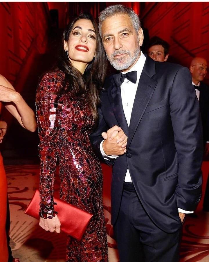 Таролог рассказала, что Дордж иАмаль Клуни часто ссорились, но они оба довольно отходчивы, поэтому разногласия быстро забывались ине мешали им жить счастливо илюбить друг друга. Дотех...