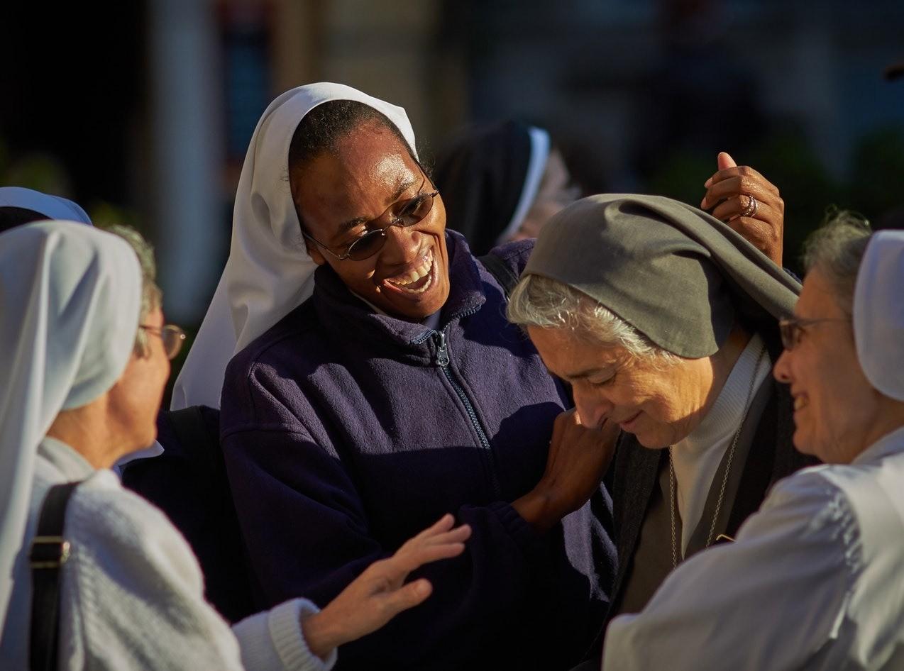 Монахини, спевшие хит «We Will rock you», покорили интернет