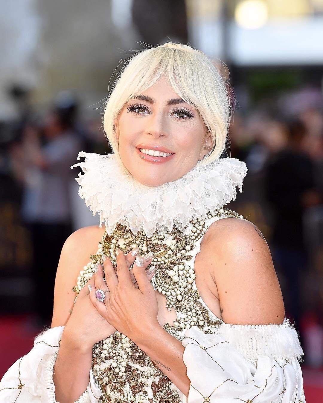 Леди Гага - талантлива во многом, и в актерском мастерстве тоже. Это пока не уровень Оскара, но у нее есть все предпосылки, чтобы достичь очень высокого мастерства в актерской карьере. Он...