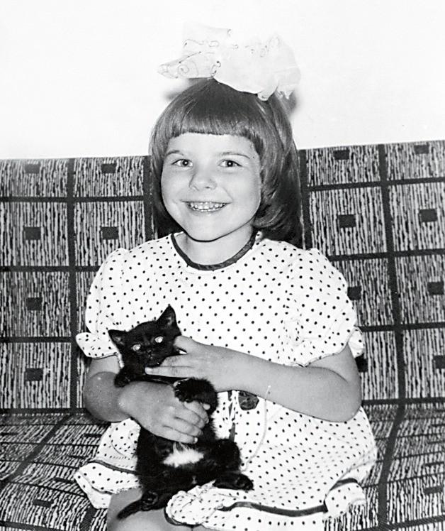 Она родилась вмаленьком городке Заводоуковске. Еще враннем детстве врачи обнаружили уКсюши неизлечимую болезнь – спинально-мышечную амиотрофию. Родители баловали дочь ивоспитывали ее...