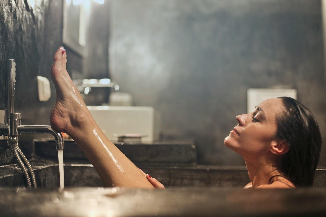 6 отличных идей, чем заняться, пока принимаешь ванну