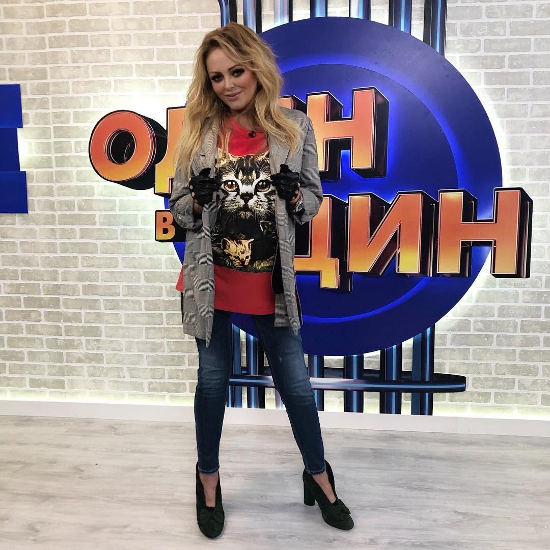 Юлия Началова насъемках программы «Один водин».