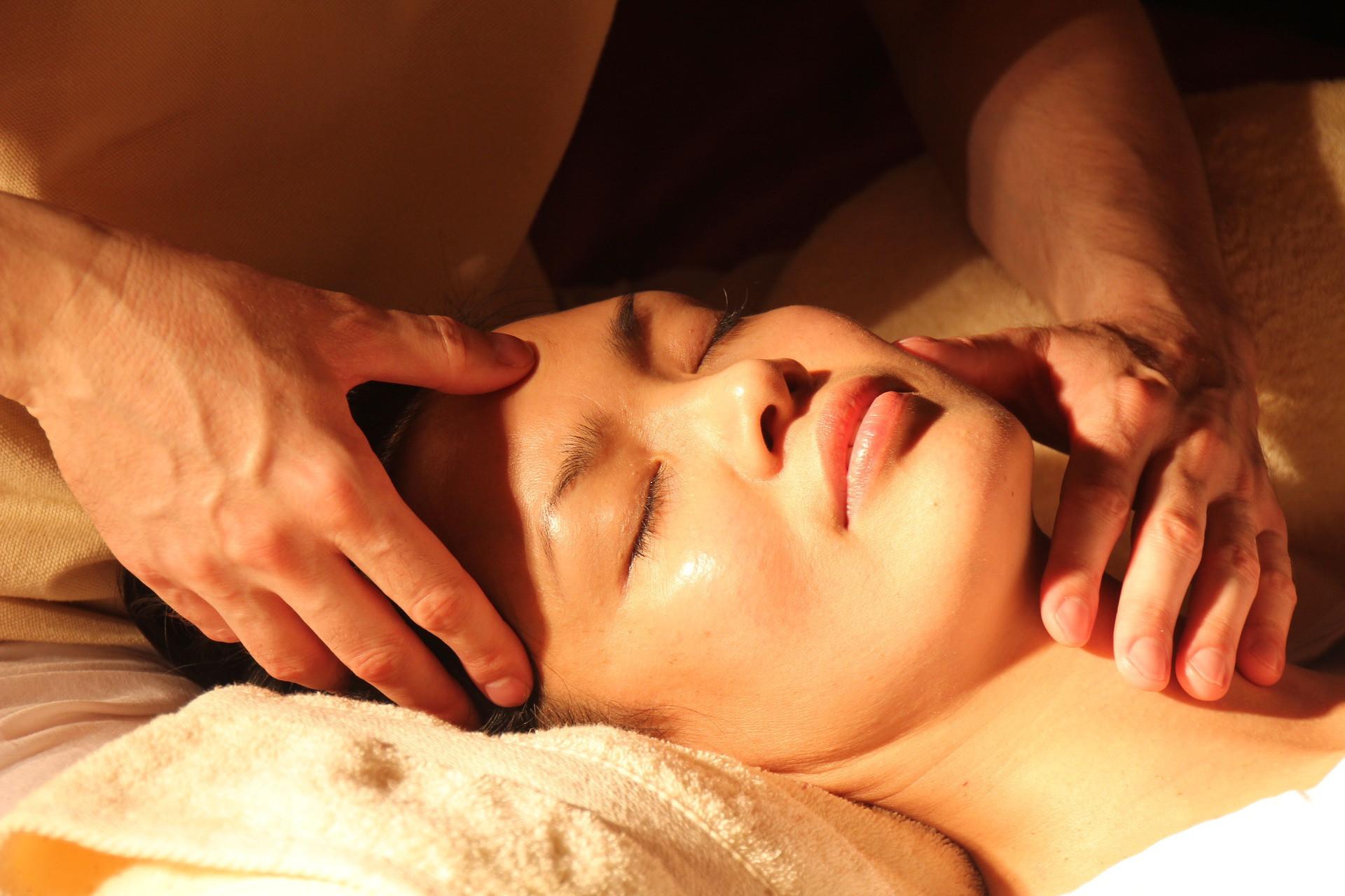 Аюрведический массаж: польза и вред процедуры