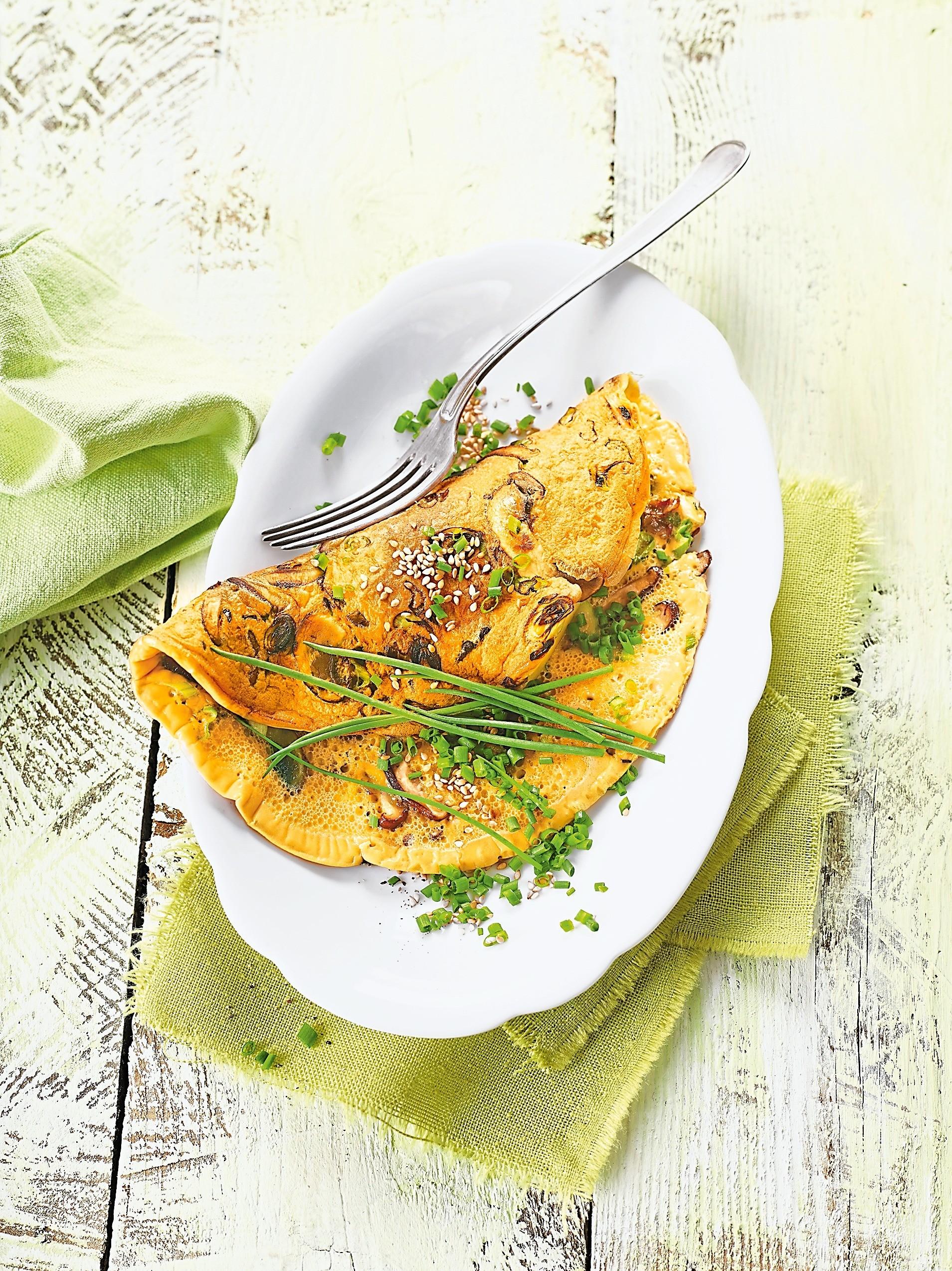 Завтрак, который поможет проснуться: рецепт омлета с грибами и имбирем