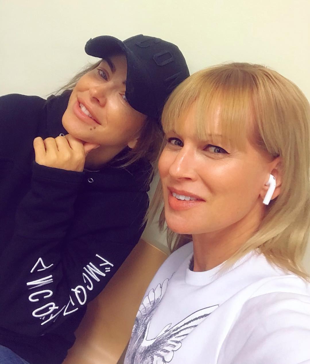 Олеся Судзиловсккая и Ани Лорак выложили совместное селфи без макияжа