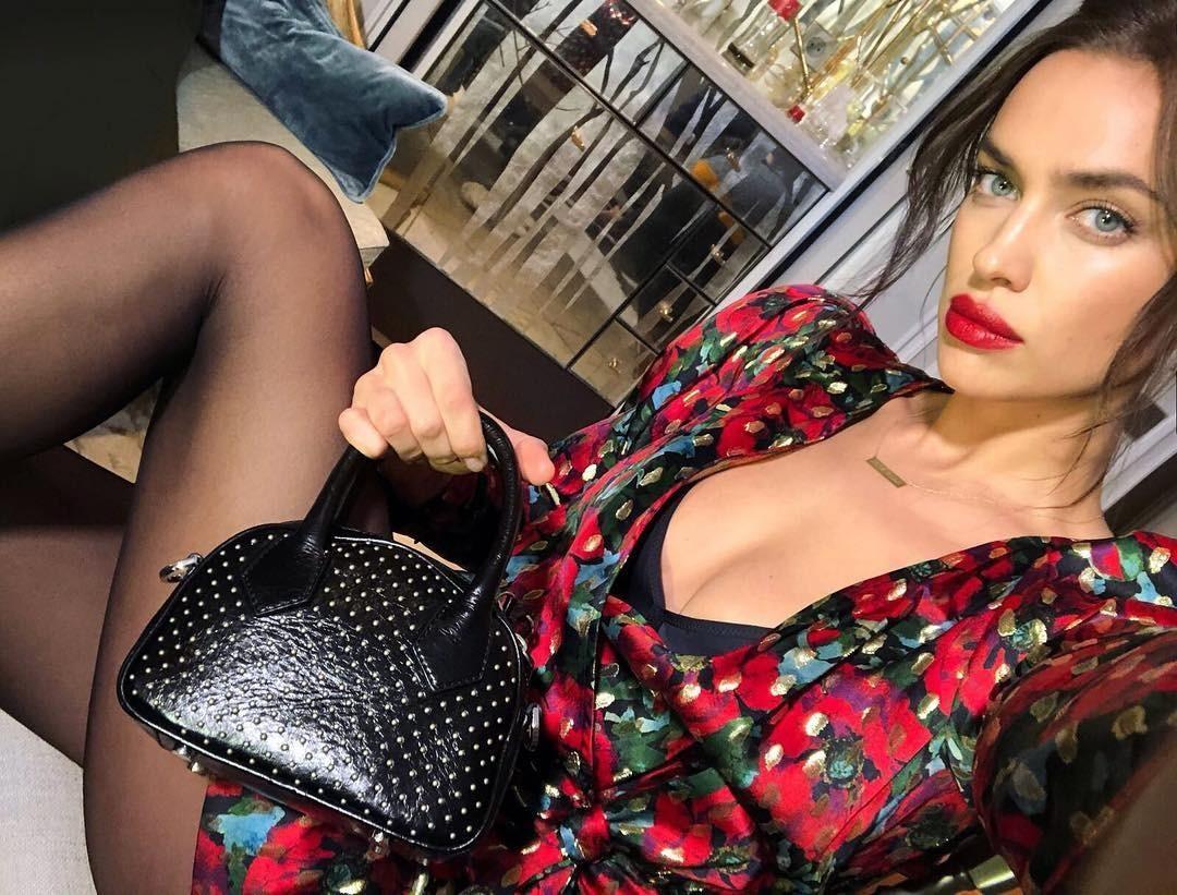 Ирина Шейк выложила фотографию с мужской стрижкой и без макияжа