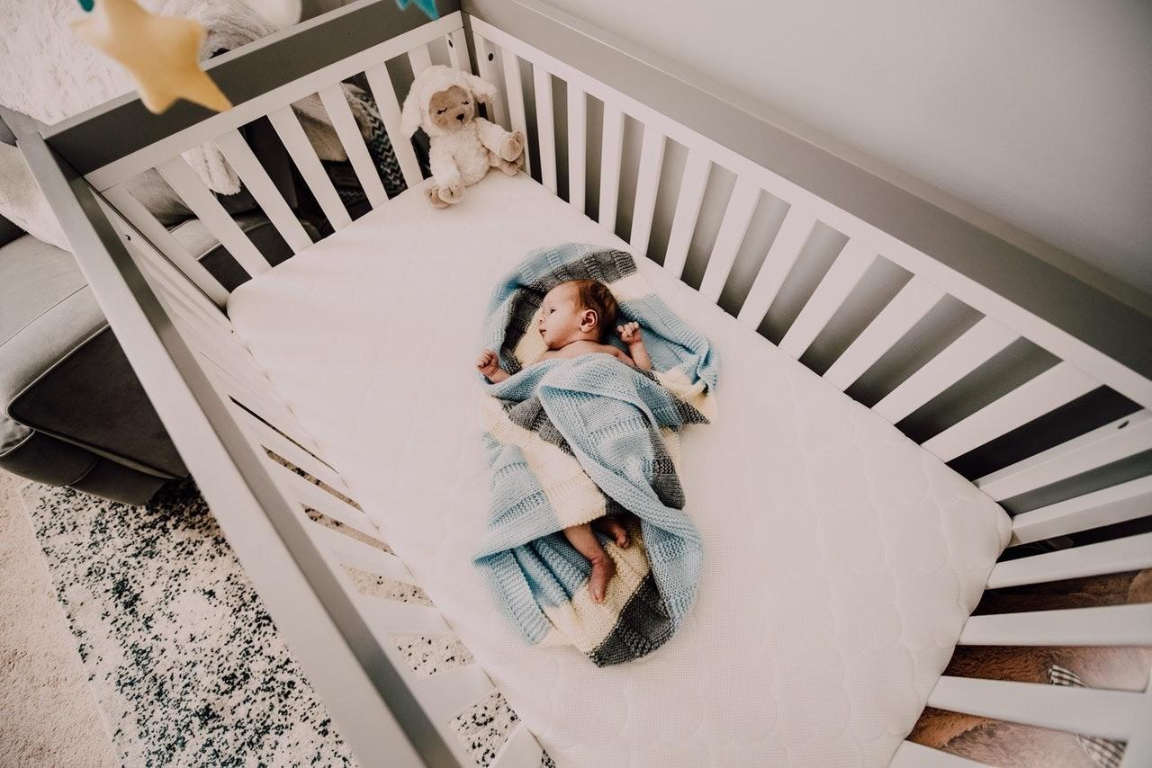 Размер матраса в детскую кроватку: как не ошибиться с выбором